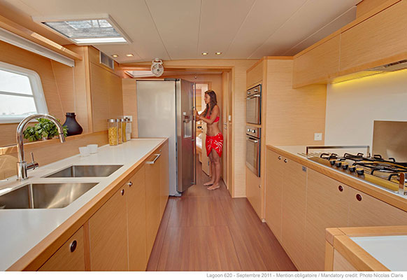 mgyachts-catamarans_myoffice-11s
