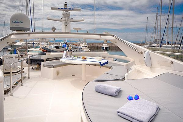 motor-yachts-amor-02s