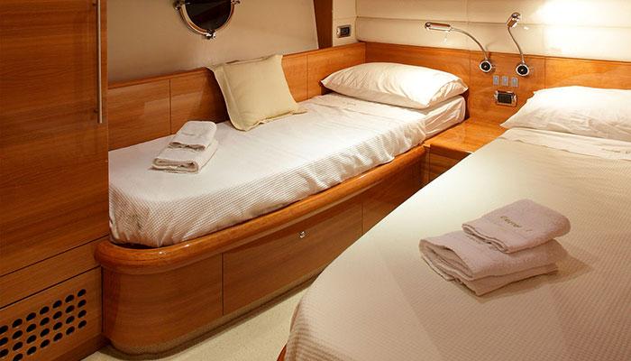motor-yachts-georgev-15s