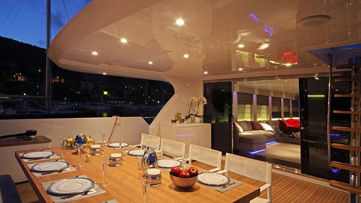 motor-yachts-aurora-10s
