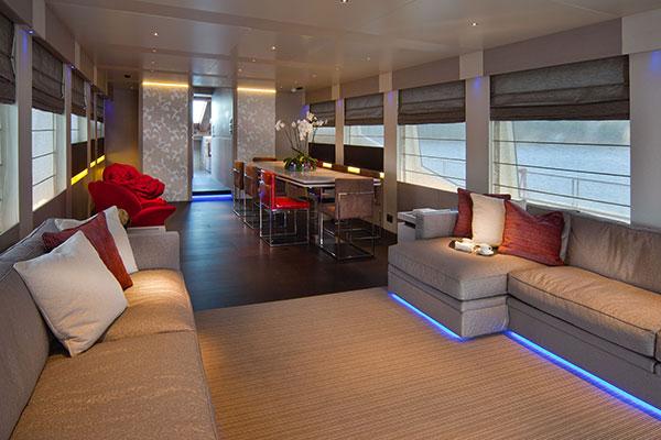 motor-yachts-aurora-12s