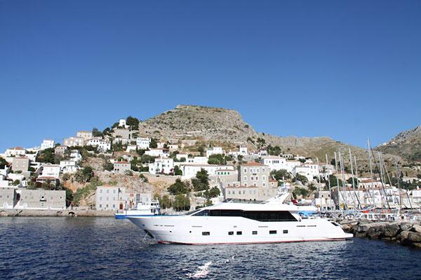motor-yachts-aurora-2s