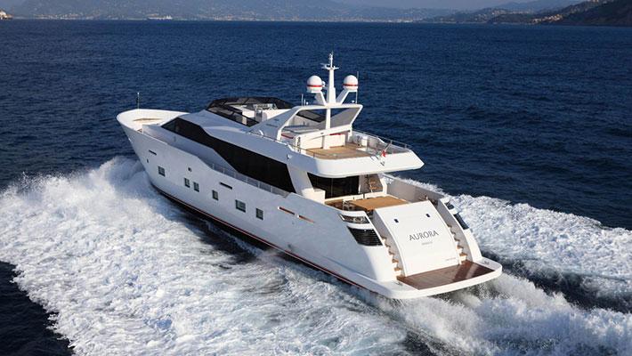 motor-yachts-aurora-4s