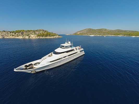 motor-yachts-EndlessSummer-11s