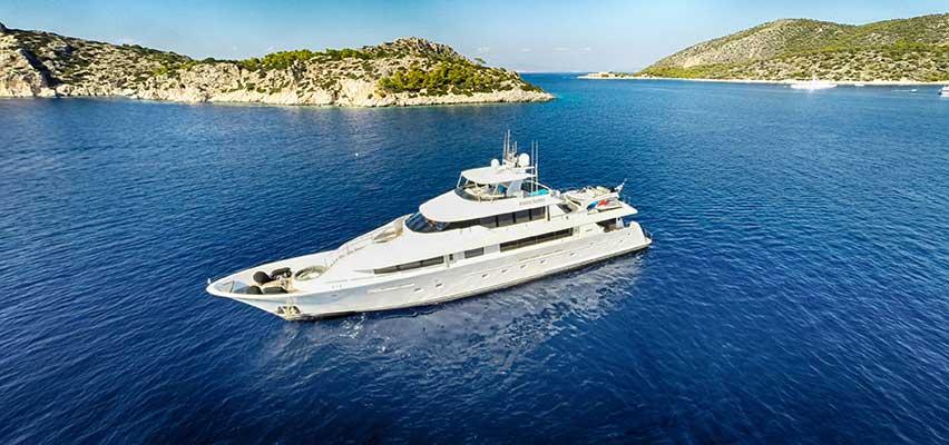 motor-yachts-EndlessSummer-12s