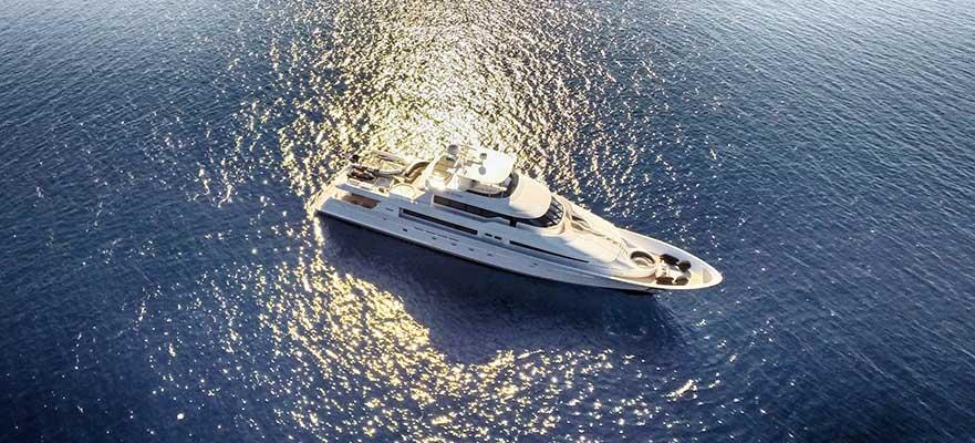 motor-yachts-EndlessSummer-13s