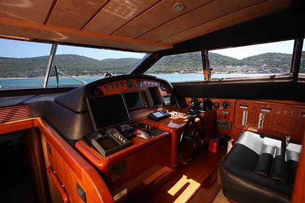 motor-yachts-kentavrosII-16s