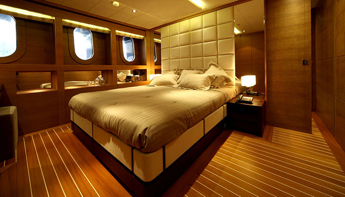 motor-yachts-zaliv-16s