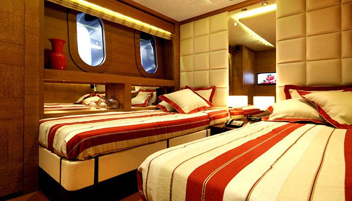 motor-yachts-zaliv-20s