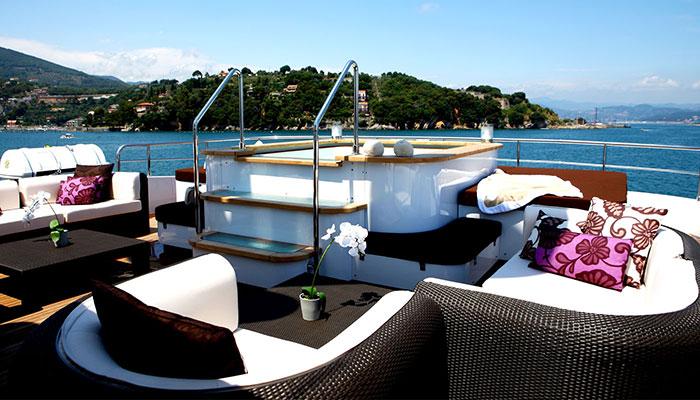 motor-yachts-zaliv-9s