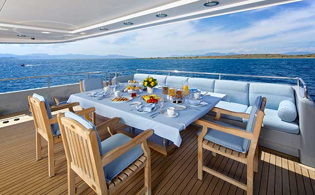 motor-yachts-oceanos-12s