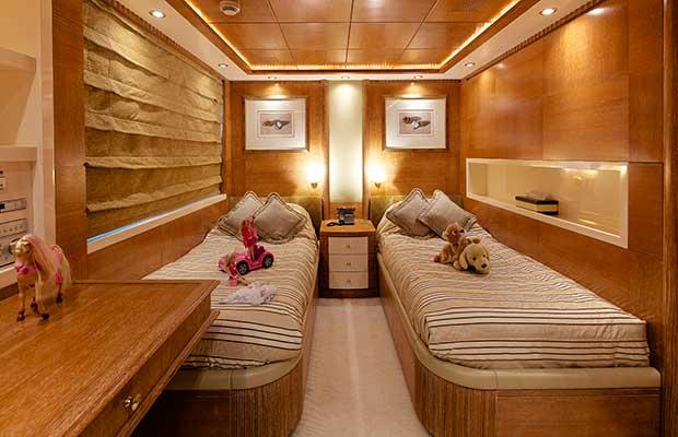 motor-yachts-oceanos-17s