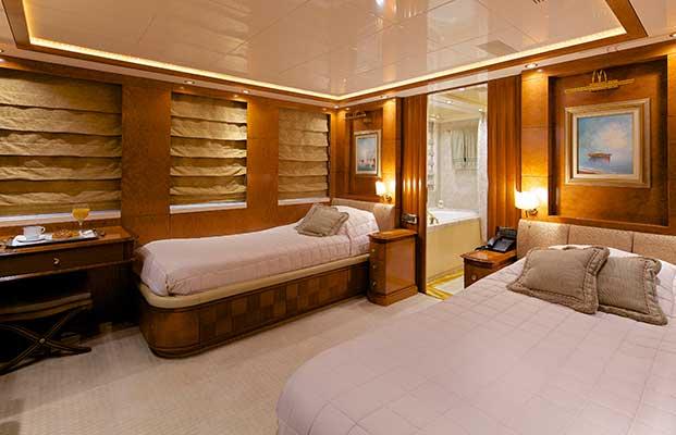 motor-yachts-oceanos-18s