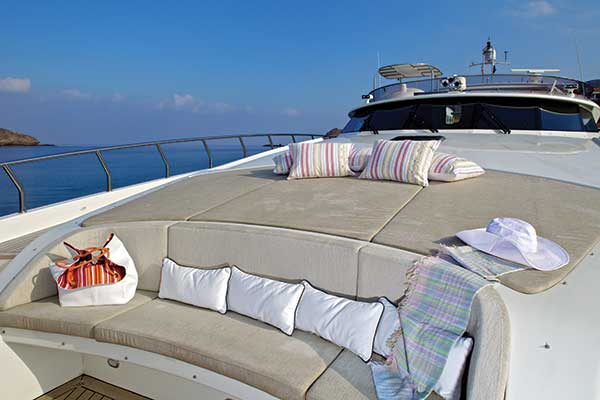 motor-yachts-sanjana-02s
