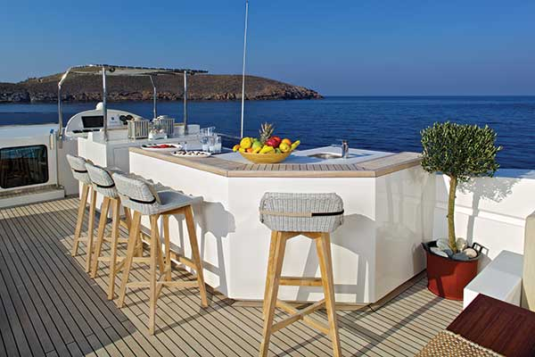 motor-yachts-sanjana-04s